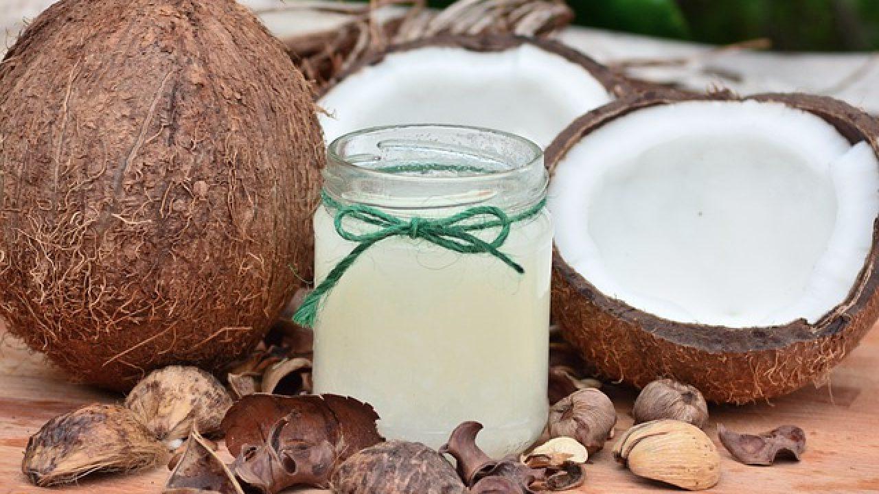 Ce beneficii ofera apa de cocos